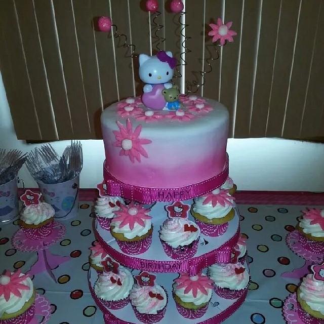 Hello Kitty Cake/Cupcake Tower