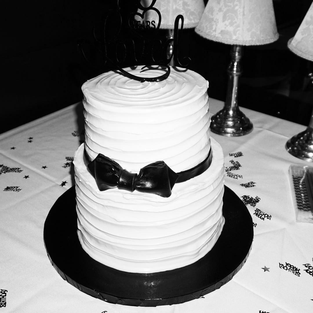 Fine Tuxedo Bow Birthday Cake A La Vanille Personalised Birthday Cards Epsylily Jamesorg